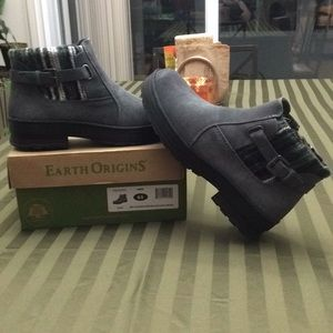 Earth origins Tate grey suede & Aztec sweater boot